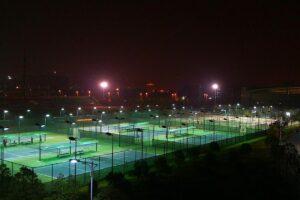 Oświetlenie boisk i kortów
