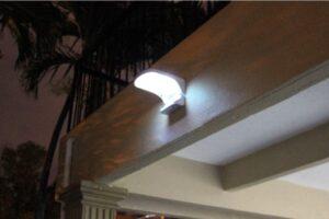 Lampa nad wejściem