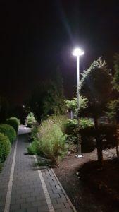 Lampa uliczna wysoka w ogródku